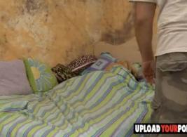 شقراء جبهة تحرير مورو الإسلامية اصابع الاتهام وحفر خنزير صغير سنور