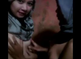 المراهقون الإندونيسيون يمتصون الديوك القديمة ويحصلون على القذف الممتلئ