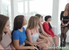 مقاطع فيديو بنات جميلات مراهقات عارية مجانًا على موقع XXX الشهير.