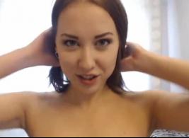 فتاة كاميرا ويب مص الديك والحصول على الثقوب لها ملء من قبل صديقها